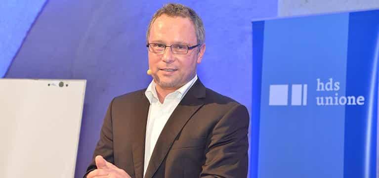 Verkaufstraining mit Ingo Vogel Blick in Kamera