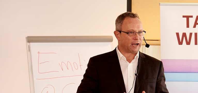 Verkaufstraining mit Ingo Vogel vor Flipchart #2
